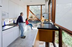 Modern glass addition brings light and nature into a Fort Gree...