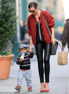 Sexy school run! Miranda Kerr shows a hint of bra as she wears skin-tight leather trousers for stroll with son Black Leather Pants, Leather Trousers, Daily Fashion, Love Fashion, Womens Fashion, Modest Fashion, Style Fashion, Miranda Kerr Street Style, Miranda Kerr Son