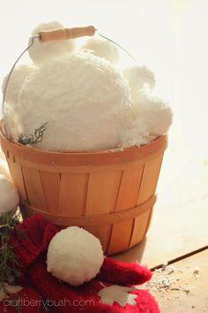 Craftberry Bush - How to make realistic looking snowballs for Christmas displays. #snow#decor#Christmas#diy