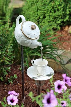 Teapot garden feature. Fidn the link to make it here!