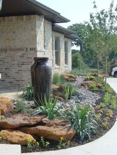 Stunning Front Yard Rock Garden Landscaping Ideas - Designing a front yard is usually about accessibility and invitation. We spend hardly any time in the front yard as opposed to the backyard, but it is. Cheap Landscaping Ideas, Small Front Yard Landscaping, Front Yard Design, Landscaping With Rocks, Garden Landscaping, Landscaping Design, Mailbox Landscaping, Florida Landscaping, Front Yard Gardens