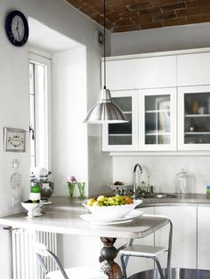 Web magazine Home and Delicious, issue 1 – photo Gunnar Sverrisson. Basic Italian, Black And White Interior, Country Kitchen, Kitchen White, Kitchen Pantry, Small Apartments, Kitchen Design, Living Spaces, Sweet Home