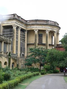 abandoned British Residency in Koti, Hyderabad, India. British Architecture, India Architecture, Colonial Architecture, Architecture Details, Old Mansions, Abandoned Mansions, Abandoned Buildings, Abandoned Places, Colonial India