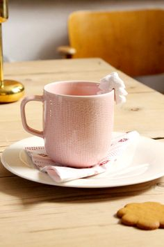Iittala Christmas Home. Iittala + Kotipalapeli collaboration. Sarjaton mug & plate, Nappula brass candleholder.