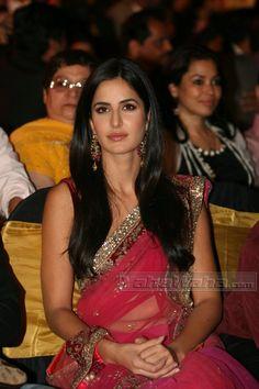 Katrina Kaif -Apsara Awards 2011, won Hindustan Times Reader's Choice Entertainer Of The Year Award