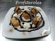 Compartiendo el sabor de los profiteroles del restaurante vinoteca Nova Lúa Chea en A Coruña.