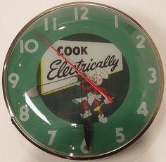 Reddy Kilowatt Clock, 1956 by Minnesota Historical Society Vintage Love, Vintage Green, Retro Vintage, Minnesota Historical Society, Rock Around The Clock, Kitchen Clocks, Vintage Antiques, Vintage Clocks, Time Clock