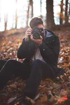 The photographer photography male outdoors camera autumn guys leaves Photography Poses For Men, Autumn Photography, Portrait Photography, People Photography, Poses Photo, Autumn Nature, Foto Instagram, Plein Air, Taking Pictures