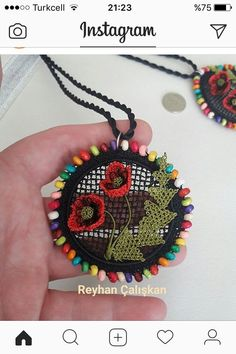This Pin was discovered by Nil Wire Jewelry, Beaded Jewelry, Diy Fabric Jewellery, Point Lace, Gold Work, Needle Lace, Crochet Baby, Diy And Crafts, Crochet Earrings
