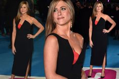 Jennifer Aniston flaunts boobs in statement gown as she poses for selfies at Horrible Bosses 2 premiere - Mirror Online
