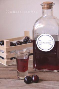 Y como no un licor de cerezas para este verano bien fresquito!! Y ademas de muy sencillo de hacer. Mi gran amiga Pepi de su blog Las ...