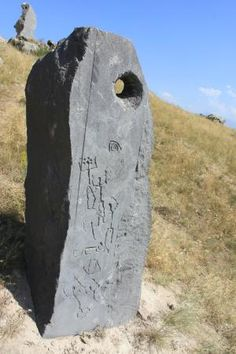 campi - Picture of Karahundj (Armenia's Stonehenge), Sisian - Tripadvisor Ancient Mysteries, Ancient Ruins, Ancient Art, Ancient History, Stonehenge, Cairns, Statues, Site Archéologique, Mystique