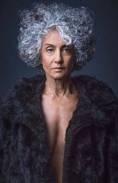 Beautiful gray hair!! #silverhair #gray #beauty