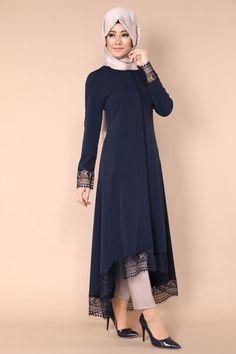 Moda selvim Simple Pakistani Dresses, Pakistani Fashion Casual, Abaya Fashion, Muslim Fashion, Fashion Dresses, Hijab Evening Dress, Hijab Style Dress, Mode Abaya, Hijab Fashionista