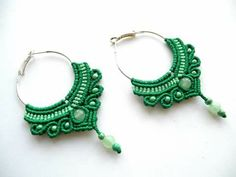 Macrame earrings tutorial IN RUSSIAN TEXT, but with lots of step-by-step photos Macrame Earrings Tutorial, Micro Macrame Tutorial, Earring Tutorial, Beaded Earrings, Crochet Earrings, Macrame Bag, Macrame Necklace, Macrame Knots, Macrame Bracelets