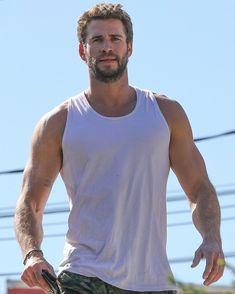 Liam Hemsworth Source — [HQ] Liam leaving the gym on Friday morning. Liam Hamsworth, Gym Boy, Hemsworth Brothers, Just Beautiful Men, Z Cam, Boy Models, Hairy Men, Celebrity Crush, Celebrity Guys