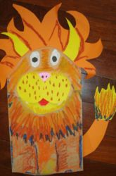 Paper bag puppets  What You Need:  Brown paper lunch bag  Construction paper  Crayons, oil pastels or markers  Scissors  Pencil  Glue stick