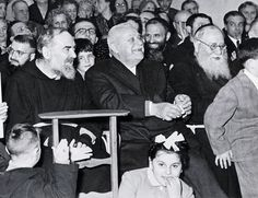 Padre Pio e padr Agostino da San Marco in Lamis, suo confessore e direttore spirituale, durante una recita scolastica.