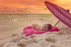 Beach newborn photographer, outdoor beach photographer, baby girl on Baby Beach Pictures, Newborn Pictures, Beach Photos, Newborn Beach Photography, Newborn Photographer, Portrait Photography, Videos Instagram, Photo Instagram, Baby Am Strand