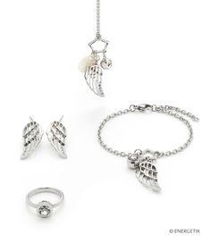 Perlmutt, polierter Edelstahl und funkelnde Kristall vereinen sich bei diesem Schmuckstück zu einem zart wirkenden Schmuckstück mit Raffinesse. Das dreiteilige Design mit Engelsflügel, Perlmutt-Plättchen und eingefasstem Kristall wird zum traumhaften Blickfang. Bracelets, Nature, Silver, Jewelry, Design, Crystals, Stainless Steel, Wristlets, Nice Asses