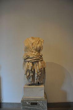Een marmeren beeld in het museo Palentino, Rome