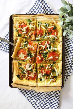 Spinach & Tomato Hummus Tart - Vegan Recipe | #vegan #recipe #puffpastry #vegandinner #veganrecipe