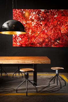 Interior design ideas, home decorating photos and pictures, home design, and contemporary world architecture new for your inspiration. Interior Architecture, Interior Design, Deco Originale, Dark Walls, Piece A Vivre, Leather Furniture, Table Furniture, Modern Furniture, Contemporary Interior