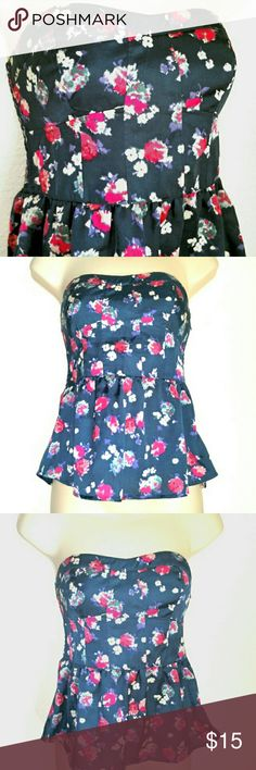 "🌼⚘AEO Strapless Floral Top🌼🌼 The whole upper back is stretchy attached to bottom ruffle. Front bust is fitted. Side zip. Size XS. 14.5"" across bust + stretch in the back, 13"" across waist, 13"" length. American Eagle Outfitters Tops Crop Tops"