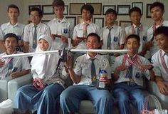 Sekolah Muhammadiyah 2 (Smamda) Sidoarjo selama ini dikenal dengan hasil karya siswanya di bidang robotik. Yang terbaru, mereka membuat..