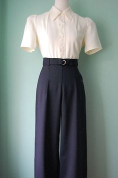 - - belted wide leg navy or by allureorig. Pants - - belted wide leg navy or by allureorig. Kate Hepburn-esque vintage High Waist Swing Trousers in British Racing Green vintage style tan front par allureoriginalstyles belted wide le Vintage Pants, Vintage Dresses, Vintage Outfits, Blouse Vintage, 1940s Dresses, 1930s Fashion, Retro Fashion, Vintage Fashion Style, Womens Fashion Online