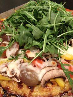pizza con crust de coliflor cero carbs! perfecta de cena