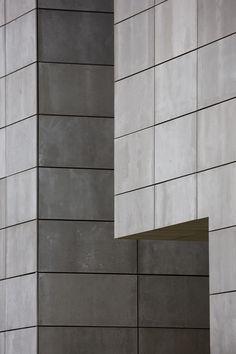 Viroc is een cementgebonden vezelplaat, welke door middel van toevoeging van kleurpigment zijn unieke uitstraling verkrijgt. De samenstelling bestaat uit naaldhoutvezels en cement. De flexibiliteit van hout in combinatie met de sterkte van cement zorgt voor een veelzijdig toepassingsgebied. Het materiaal geeft qua gevoel en samenstelling  perfect invulling aan de huidige materiaalwensen, industrieel en niet gekunsteld, dus echtheid in optima forma!