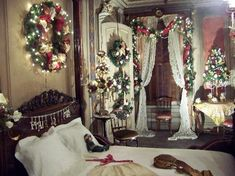 Pictures of Victoria Mansion, Portland The Red Bedroom at Christmas