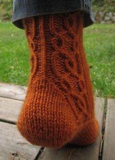 Fredrika-sukat + ohje -Vuodatus.net Crochet Socks, Knit Or Crochet, Knitting Socks, Hand Knitting, Wool Socks, Needle And Thread, Yarn Crafts, Handicraft, Mittens
