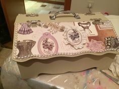 Dikiş kutusu Tray, Sewing, Vintage, Sewing Box, Woodwind Instrument, Altered Boxes, Storage Boxes, Picture On Wood, Vases