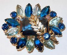 Z VINTAGE GOLDTONE W/SHADES OF BLUE &AURORA BOREALIS RHINESTONES LEAF BROOCH PIN