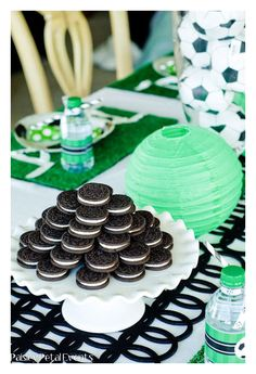 Oreo Cookie Tower for soccer birthday party Soccer Birthday Parties, Football Birthday, Soccer Party, Birthday Party Themes, 21 Party, Sofia Party, Candy Bar Comunion, Soccer Baby Showers, Biscuit Oreo