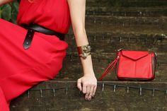 Bracelete de pedra pirita em ouro velho, com mini bag vermelha