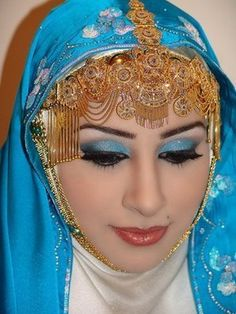 Having a Muslim Wedding? As many other brides, I'm sure you are looking for that perfect Muslim Wedding Gown. Well, there are certain things you need to know about Muslim wedding dresses. Most women. Arab Girls, Arab Women, Muslim Women, Muslim Brides, Princess Of Saudi Arabia, Saudi Princess, Royal Princess, Muslim Wedding Gown, Wedding Hijab Styles
