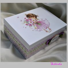 little girl with flowers Decoupage Glass, Decoupage Box, Decoupage Vintage, Wooden Box Designs, Face Painting Tutorials, Fabric Storage Bins, Girls With Flowers, Altered Boxes, Jewellery Boxes