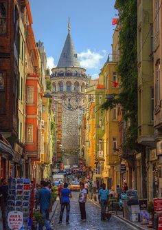 Towards the Galata Tower, Istanbul, Turkey (by TekAli).