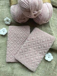 Annas mauči added a new photo. Knitted Mittens Pattern, Knit Mittens, Knitting Socks, Knitting Charts, Knitting Stitches, Knitting Patterns, Crochet Patterns, Fingerless Mittens, Wrist Warmers