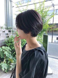Tomboy Haircut, Short Hair Tomboy, Tomboy Hairstyles, Girl Short Hair, Short Hair Cuts, Cut My Hair, Her Hair, Korean Short Hair, Medium Hair Styles