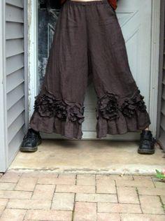 Gleichen Floucny Windung Detail als Kleid-Bias-Swirlies, so dass sie wirklich schön entlang des unteren Rüsche mit Mini verkleinert alle um sie herum Volants. Leicht ausgestelltes Bein. Elastische Taille. Länge ca. 34.  Dieses Produkt ist mit einem Flouncy Swirl Kleid dargestellt. Alle Artikel verkauft getrennt.  1) Bitte geben Sie Größe und Farbe. Lassen Sie mich wissen, wenn Sie eine Änderung in der Länge benötigen. Wenn Sie unsicher, welche Größe zu bestellen sind, bitte geben Sie Ihre…