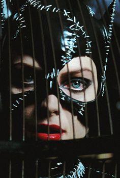 Michelle Pfeiffer in Batman Returns - directed by Tim Burton Michelle Pfeiffer, Batman And Catwoman, Batman And Superman, Dc Comics Art, Marvel Dc Comics, Batwoman, Batgirl, Tim Burton, Batman Returns 1992