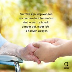 Knuffels zijn uitgevonden om mensen te laten weten dat je van ze houdt zonder ook maar iets te hoeven zeggen. Dutch Quotes, Gods Plan, Timeline Photos, Caregiver, Alzheimers, Beautiful Words, True Quotes, Mood Boards, Slogan