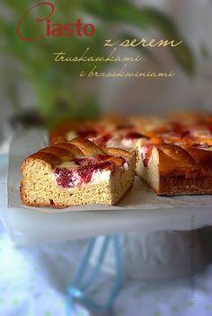 Ciasto drozdzowe z serem i owocami