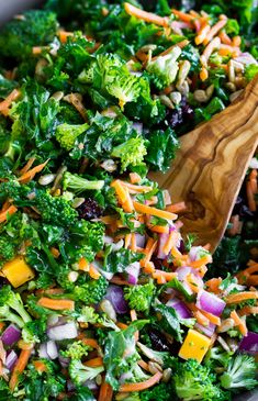 Salad Recipes Healthy Lunch, Kale Salad Recipes, Salad Recipes Video, Salad Recipes For Dinner, Healthy Recipe Videos, Healthy Dinner Recipes, Vegetarian Recipes, Kale Salads, Broccoli Salad