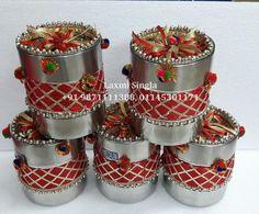 Wedding Gift Baskets, Wedding Gift Wrapping, Engagement Decorations, Wedding Decorations, Coconut Decoration, Thali Decoration Ideas, Flower Garland Wedding, Trousseau Packing, Groomsmen Gift Box