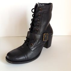 Steve Madden Devlin ankle boot cap toe lace up 8.5 Great current season Steve Madden Devlin ankle boots/combat boots. Lace up detail with zip closure. Chunky heels. Ever cool. Heel 2.75 inches. Leather upper and man-made outsole. Steve Madden Shoes Combat & Moto Boots